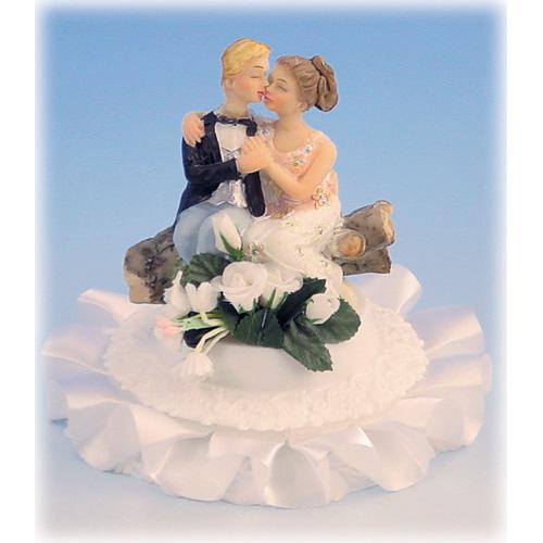 Item # 209 - Bruidspaar Zittend op Boomstronk met Voet Polystone